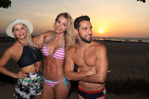 Karina Bacchi, Caroline Bittencourt e amigo (Foto: Fred Pontes / Divulgação)