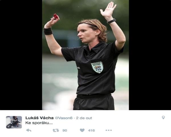 Árbitra Lucie Ratajova foi ofendida com comentários sexistas por Lukas Vacha (Foto: Reprodução / Twitter)