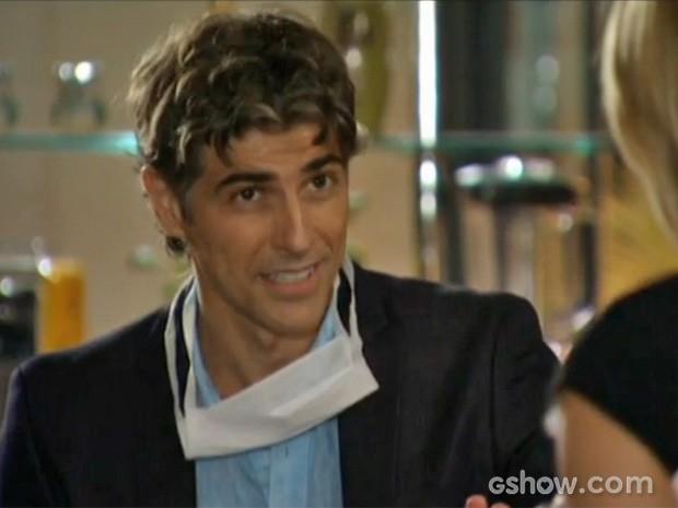Cadu rasga elogios a Silvia (Foto: Em Família/TV Globo)