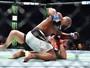 Romero nocauteia Weidman com joelhada violenta e pede pelo título