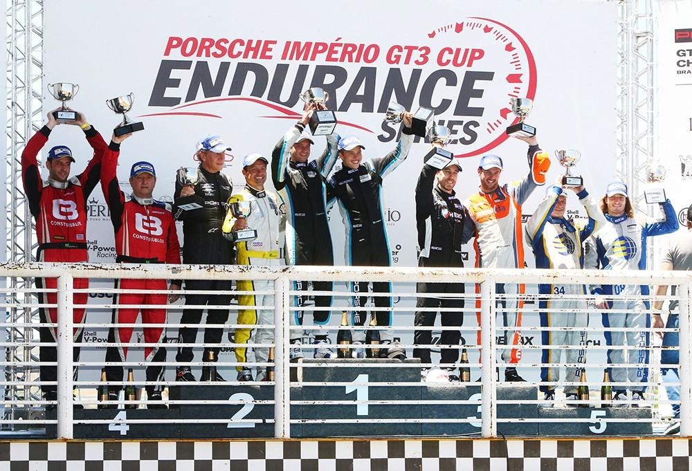 Pódio da Challenge na Endurance em Goiânia (Foto: Divulgação/Alex Farias/Porsche Império GT3)