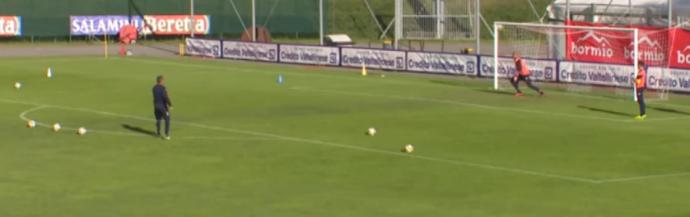 BLOG: Técnico Mihajlovic desafia goleiro do Torino em cobranças de falta e dá show