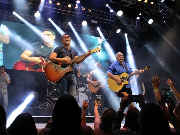 Grupo trouxe show mais enérgico e convidou público a relembrar tempos de bailes (Foto: Jamile Alves/G1 AM)
