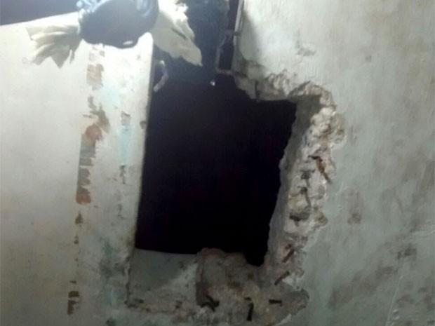 Buraco foi encontrado no teto da cela 6 do Pavilhão A (Foto: Divulgação/Polícia Militar)