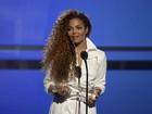 Janet Jackson evita imprensa em visita ao pai no Brasil