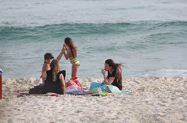 Vanessa Lóes com os filhos (Foto: Dilson Silva / AgNews)