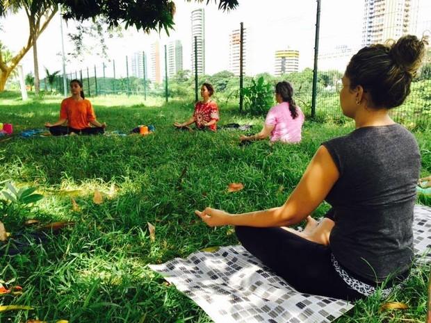 Yoga acontece paralelo às oficinas do Crochê Transcendental (Foto: Lise Mariane/Arquivo Pessoal)
