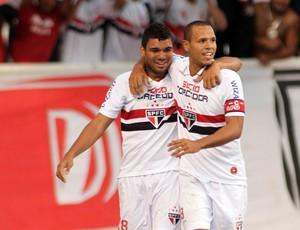 Casemiro e Luis Fabiano gol São Paulo (Foto: Maurício Val / Vipcomm)