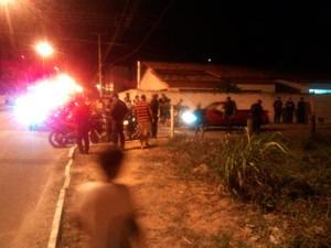 PM foi baleado dentro de casa, na rua Petra Kelly, em Nova Parnamirim (Foto: Diego Lemos/G1)