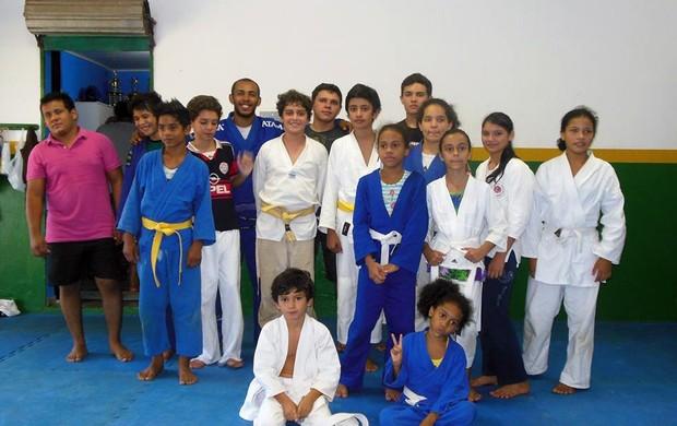 Crianças participantes do Projeto Curumim (Foto: Fecebook / Projeto Curumim)
