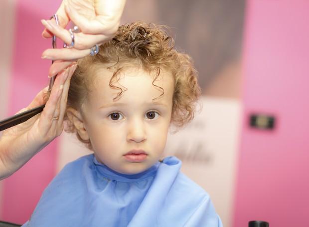 Muitas vezes Quando fazer o primeiro corte de cabelo do bebê? - CRESCER | VOCÊ  JD06