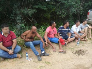 Seis suspeitos de tráfico de drogas foram presos (Foto: Polícia Civil / Divulgação)