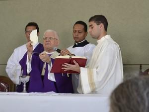 Dom Luiz Macilha Vilela durante missa no Espírito Santo (Foto: Viviane Machado/ G1)