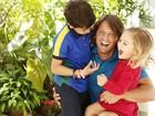 Com os filhos, Laura e Miguel, Mario Frias se diverte em ensaio para o Dia dos Pais