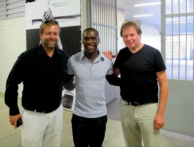 Seedorf com os holandeses Stefan e Marc (Foto: Thales Soares / Globoesporte.com)