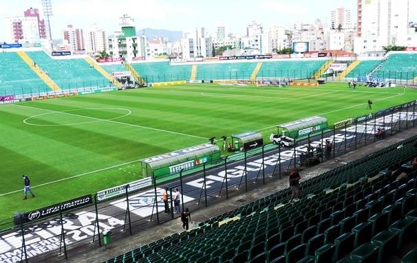 Estádio Orlando Scarpelli será palco da dispulta entre Figueirense e Palmeiras (Foto: Reprodução TV Globo)