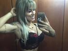 Vanessa Mesquita posta selfie de lingerie e exibe cinturinha