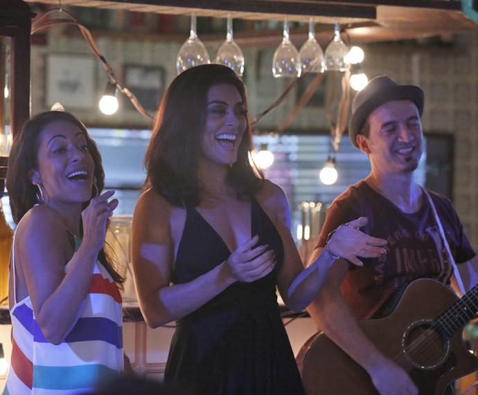 Carolina e Dorinha soltam a voz no Flor do Lácio (Foto: Ellen Soares / Gshow)