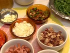 Aprenda a preparar um caldo verde com calabresa e couve; veja vídeo
