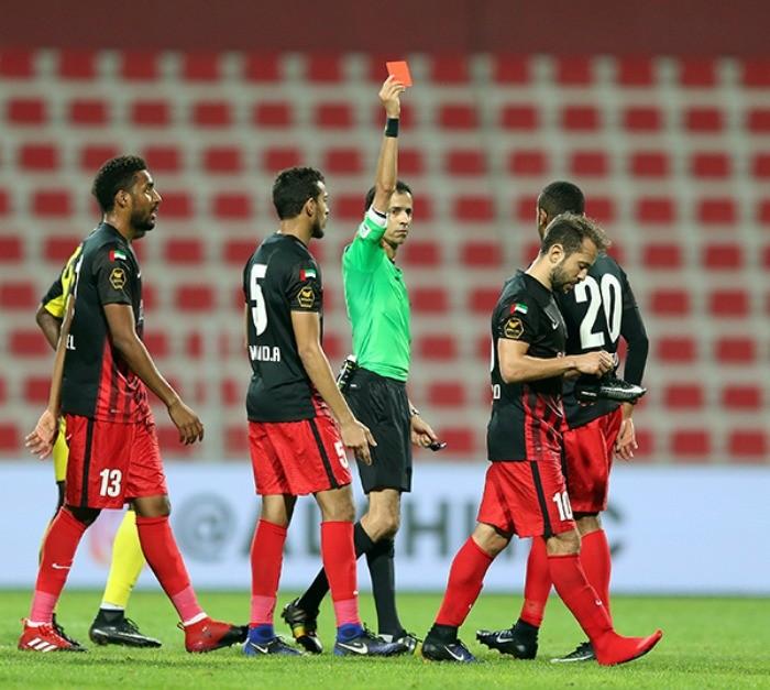 BLOG: Everton Ribeiro se revolta com árbitro, é expulso, e Al Ahli empata nos Emirados