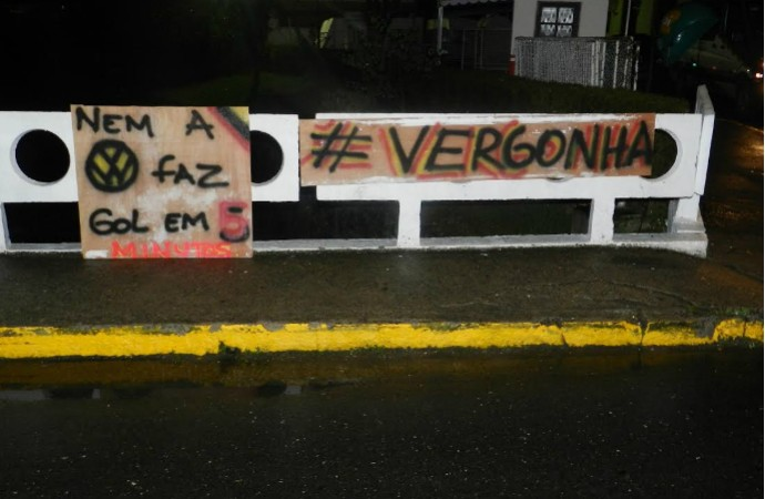 protesto_contra_selecao_raphael_bozeo_tr