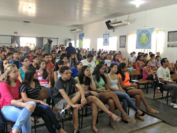 Jovens participam de palestras e discussões sobre sexualidade, drogas e DST  (Foto: Ivanete Damasceno / G1)