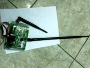 Roteador é encontrado em cela de Bangu (Foto: Reprodução/TV Globo)