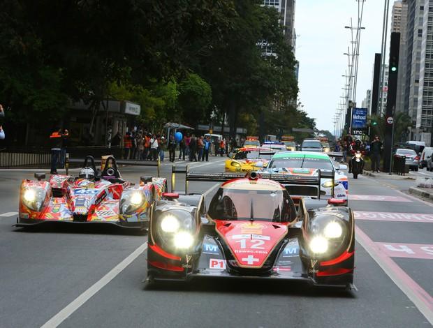 Carreata com protótipos de Le Mans na Avenida Paulista (Foto: Luca Bassani / divulgação)