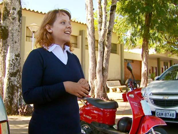 Universitária não podia faltar às aulas e resolveu confiar em clientes, Lavras (Foto: Reprodução/EPTV)