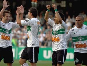 Jogadores do Coritiba comemoram a goleada sobre o Cruzeiro (Foto: Divulgação/site oficial do Coritiba Foot Ball Club)