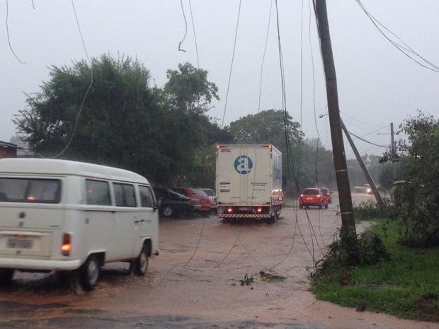 Rua alagada em São Borja (Foto: Gabriela Fogliarini/RBSTV)