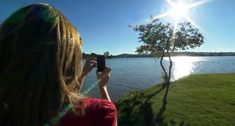 Juliana Perdigão faz foto da Lagoa da Pampulha (Foto: Reprodução/TV Globo)