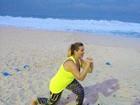 Com missão de perder 15kg, Andréia Sorvetão faz beach training