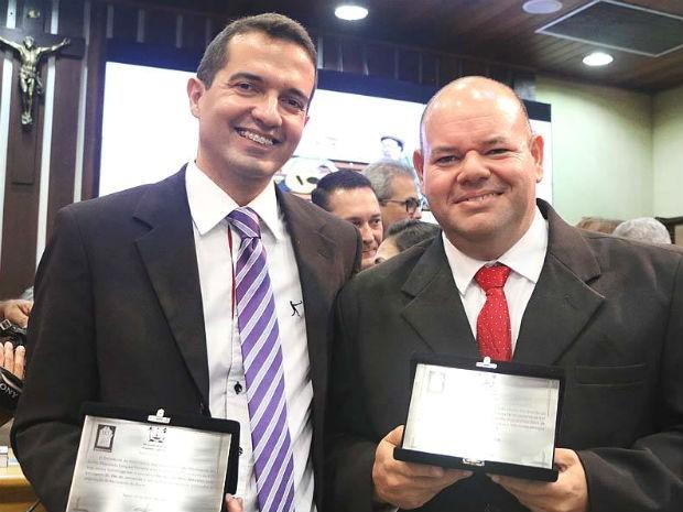 Murilo Meireles e Fred Carvalho foram homenageados pela Assembleia Legislativa (Foto: Elias Medeiros/G1)