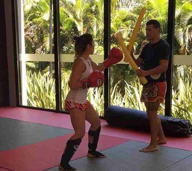 Patricia Abravanel treina muay thai (Foto: Reprodução/Instagram)