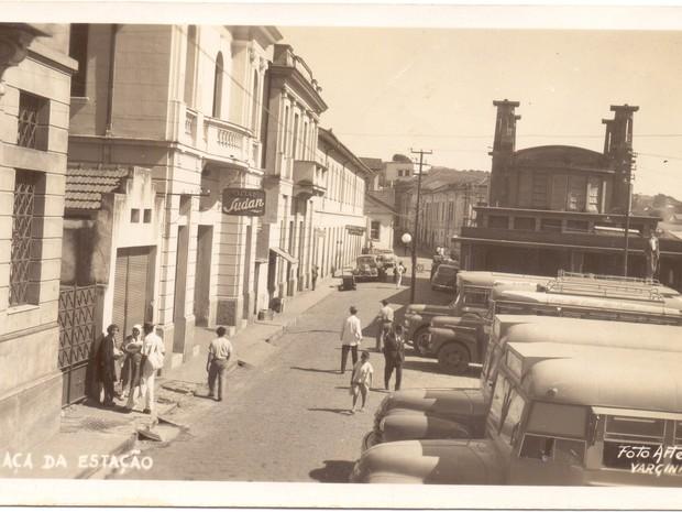 Cartão Postal mostra a Rua Wenceslau Braz, em Varginha (Foto: Coleção Dr. Paulo Greco/Fundação Cultural de Varginha)