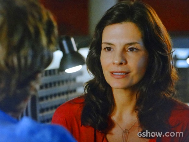 Verônica se abre com Cadu e confessa que se separou de Laerte (Foto: Em Família/ TV Globo)