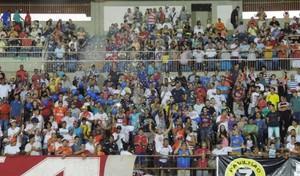 Torcida enche o estádio Douradão (Foto: Renato Giansante/Sete)