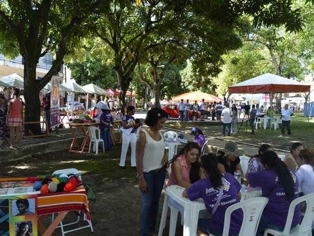 Feira Popular ocorreu na Praça Floriano Peixoto, no bairro do Trem, em Macapá (Foto: Abinoan Santiago/G1)