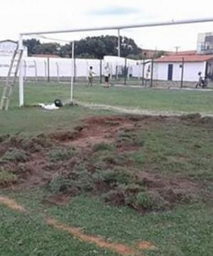 Reforma no gramado do Pedro Alelaf  (Foto: Parnahybasc)