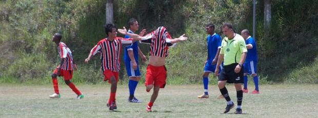Paulistinha comemora a classificação (Foto: Emerson Oliveira)