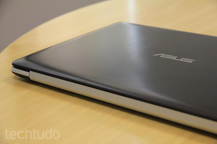 Vivobook S451LA tem carcaça em alumínio escovado (Foto: Larissa Ferrari/TechTudo)