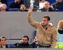 Afastado, Totti é apoiado por torcida e vê Roma golear com vaias a Spalletti