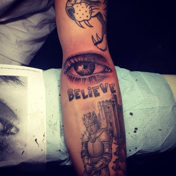 Justin Bieber mostra nova tatuagem (Foto: Instagram)