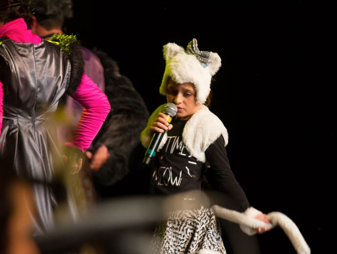 """Rafa Gomes se transformou em uma verdadeira gatinha para cantar """"A História de Uma Gata"""" (Foto: Eduardo Alexandre/CWB)"""