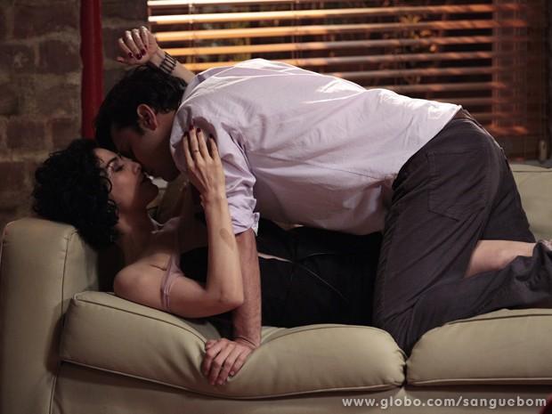 E se rendem à paixão (Foto: Sangue Bom/TV Globo)