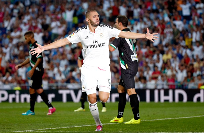Benzema comemora gol do Real Madrid contra Cordoba (Foto: Reuters)