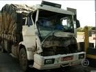 Três caminhões se envolvem em acidente em praça de pedágio