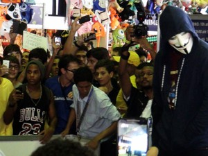Zangado conversou com multidão (Foto: Ruan Melo/ G1)