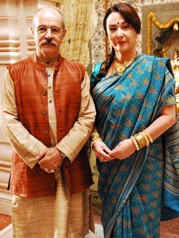 Osmar Prado e Nívea Maria são Manu e Kochi Meetha na novela Caminho das Índias (Foto: CEDOC Globo)